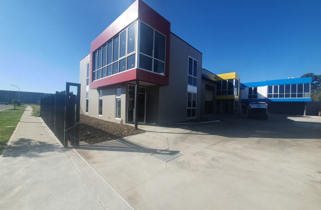 1/9-11 Industrial Circuit, CRANBOURNE WEST VIC, 3977