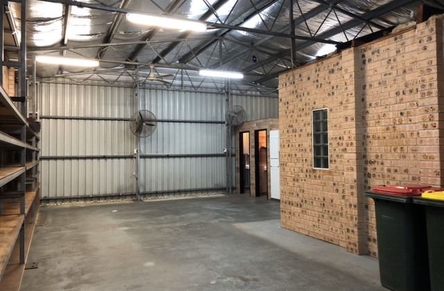2/2 Commerce Drive, LAKE ILLAWARRA NSW, 2528