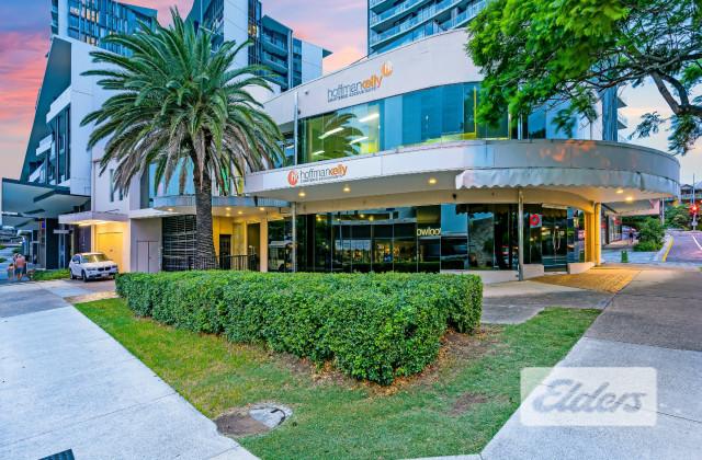 15 Harries Road, COORPAROO QLD, 4151