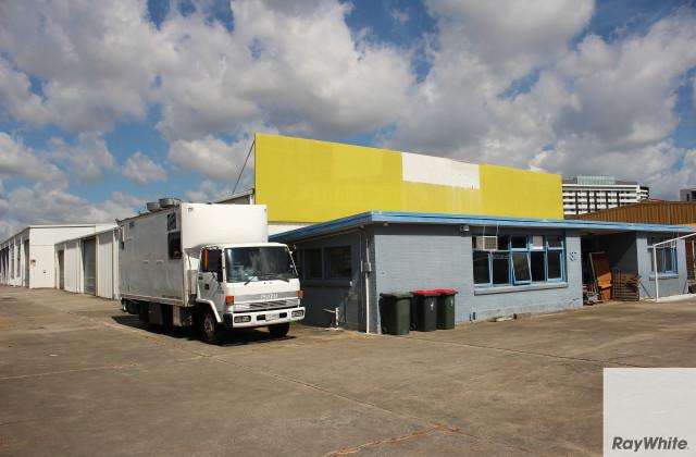37 Curtin Avenue, HAMILTON QLD, 4007