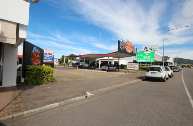 270-272 Charters Towers Road, HERMIT PARK QLD, 4812