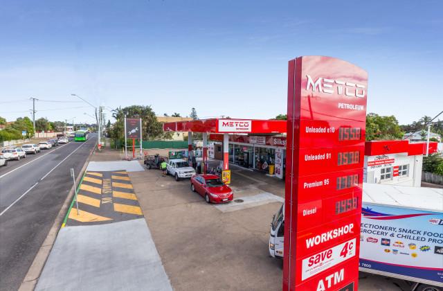 134-136 Blackstone Road, SILKSTONE QLD, 4304